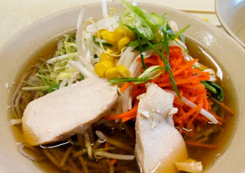 >Soba noodles with chicken and veggies